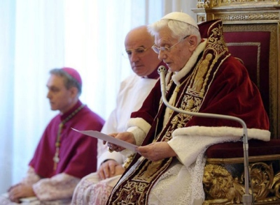 Bento XVI apresenta renúncia