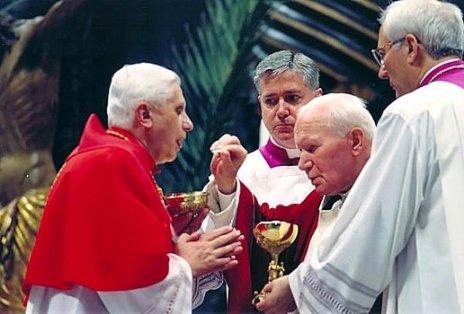 O cardeal Joseph Ratzinger e o papa João Paulo II, bons pastores.